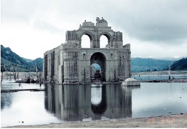 Templo sumergido de Quechula, presa Malpaso en Chiapas. Escanear0002
